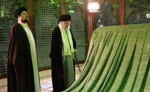 رهبر انقلاب اسلامی در مرقد امام خمینی(ره) و گلزار شهدا حضور یافتند