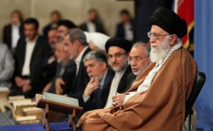 دشمن در برابر جمهوری اسلامی نفسهای آخر دشمنیاش را میکشد/ بمباران چهارساله یمن نتیجه فراموشی و دوری از قرآن است