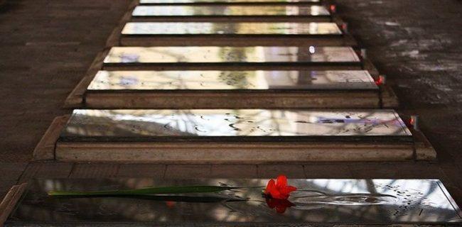 نصب شناسنامه فرهنگی شهدای کرمانشاه در گلزار مطهر شهدا