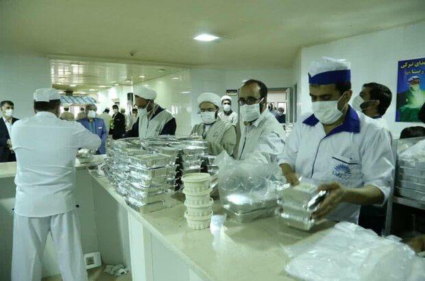 توزیع ۱۰۰۰ پرس غذای متبرک بین بیماران و مدافعان سلامت
