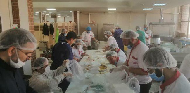 طبخ غذا، آزادی زندانی و توجه به محرومین/ هیئات مذهبی پای کار مردم